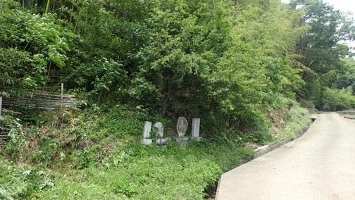 竹林入口、奇麗に刈りはらわれています