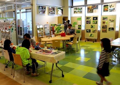 小網代の森インフォメーション会場では図書館とミニ折り紙体験
